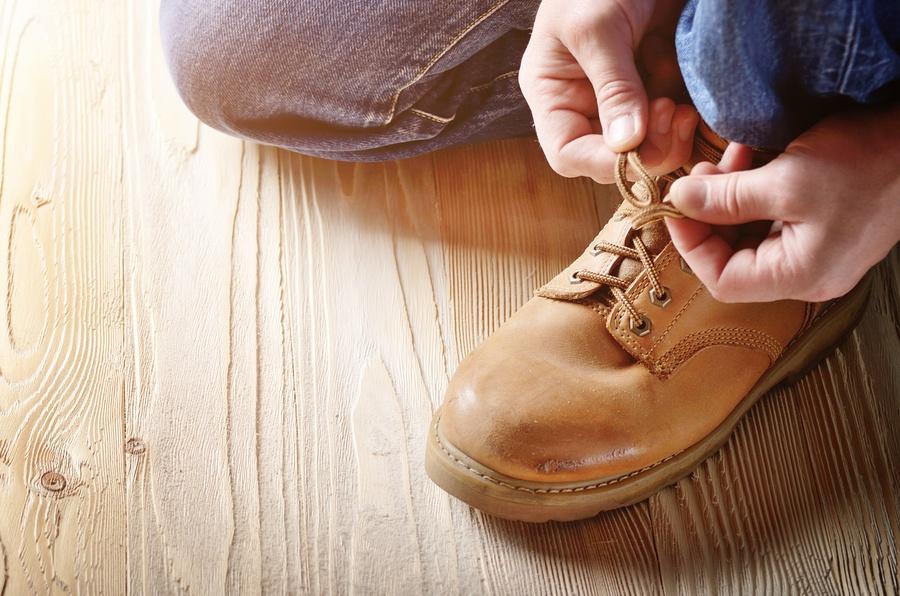 bigstock-Carpenter-In-Blue-Jeans-Tying--246249002